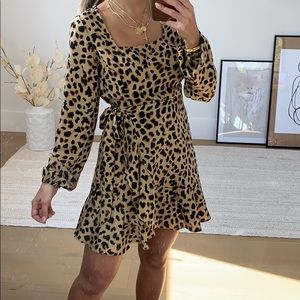 Leopard dress with ruffle and tie